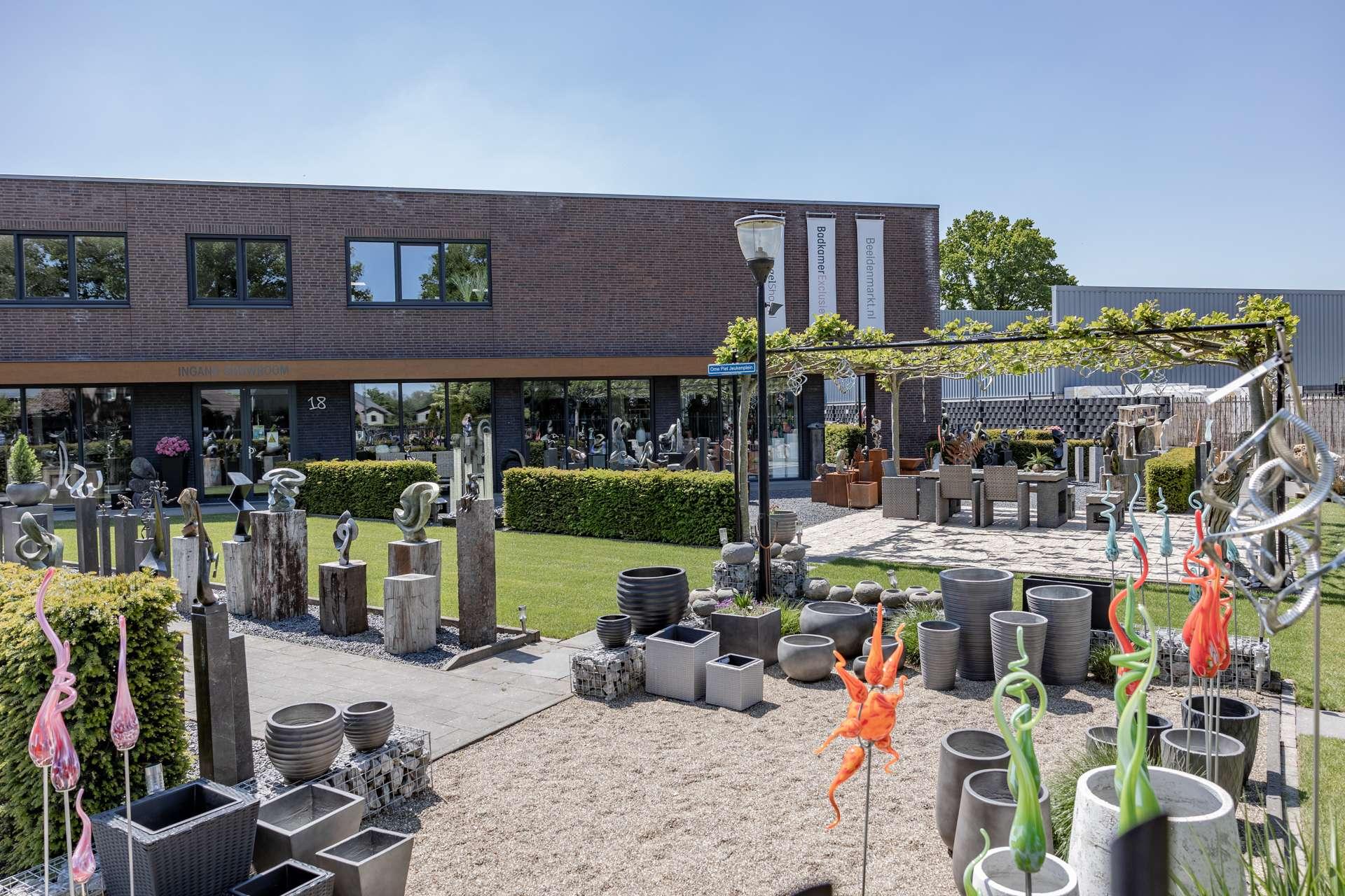 Overzichtsfoto Showtuin Beeldenmarkt.nl