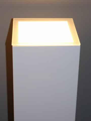 Podeste für Innenbereiche mit LED-Beleuchtungsanschluss