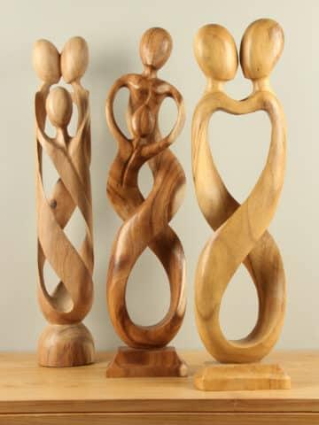 Moderne Holzskulpturen