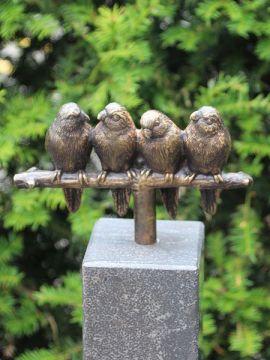 4 Sittiche inkl. Hartstein Säule 10*10*84 cm verwendet als Urne