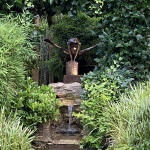 bronzen kikker XL op meerpaal