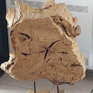 Houtsculptuur- houten schijf op voet